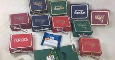 Hallo! Heute mag ich euch Ritter Sport Mini Verpackungen zeigen. Ausgeschnitten habe ich die mit der Cameo. Die Texte sind von Karten Kunst ...