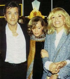 """He appeared in the premiere place in Paris """"whisper dangerous"""" the image Mireille Darc and Romy Schneider, Alain Delon and her. Roma photos, because it lost in an accident after the son of David, if I have a really painful to look at her facial expression, like this. If you think of anything the support of her grief, like that perhaps it was Mr. Delon Romy was invited to organize a table with Mireille, died a few months after that, unfortunately."""