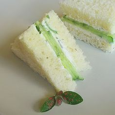 I love cucumber sandwiches. reminds me of my mother. Cucumber Tea Sandwiches Makes 24 sandwiches 2 seedless cucumbers, ends trimmed 12 slices white sandwich bread 6 ounces whipped cream cheese 1 tablespoons finely chopped fresh dill, optional Cucumber Tea Sandwiches, Finger Sandwiches, Comida Baby Shower, Whipped Cream Cheese, Snacks Für Party, Party Appetizers, High Tea, Afternoon Tea, Finger Foods
