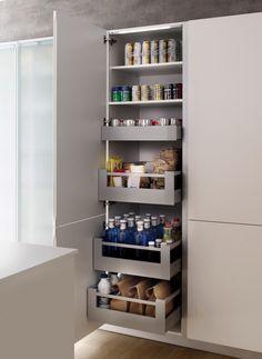 Muebles de cocina Xey: 3 claves para aprovechar el espacio al máximo Modern Kitchen Cabinets, Kitchen Pantry, Kitchen Interior, New Kitchen, Kitchen Decor, Laundry Room Storage, Kitchen Organization, Kitchen Storage, Kitchen Drawers