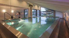 Schwimmbadbauer: www.hesselbach-schwimmbadtechnik.de Hallenbad zuhause, Glas, LED, Palme, Schrägdach