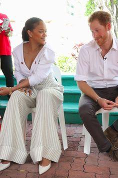 Rihanna Makes Fun of Prince Harry Video 2016 Mode Rihanna, Rihanna Riri, Rihanna Style, Lady Diana, Divas, Rihanna Looks, Rihanna Outfits, Prinz Harry, Princess Meghan