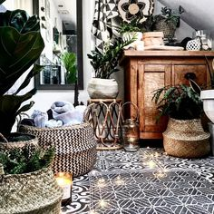 • Scandi Dream • Love the mixed uses of these seagrass baskets used in this bathroom space 😍👏🏼 The natural coloured seagrass belly basket with be available online in the coming couple of weeks along with the black belly basket that everyone seems to be dying for 😃🖤 And as always, pre-orders are available if required, just drop us a DM or email 😘 Credit: @theresagromski 📸 ——————————————————————— • • #littlecosyhyggelife #hygge #hyggelife #cosyhome #myhyggehome #bohemianhome #rustic…