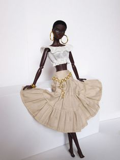 I love this dolls natural hair and outfit.