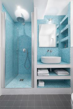 Flat renovation in Paris Small Bathroom Layout, Simple Bathroom Designs, Washroom Design, Bathroom Design Luxury, Home Room Design, Bathroom Styling, Bathroom Inspiration, Beach House Bathroom, Diy Bedroom Decor