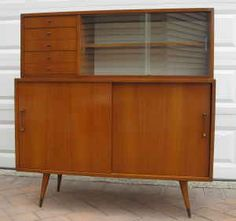 Love this little hutch. Saw it on www.midcenturyshelves.com