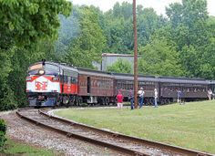 New York, New Haven & Hartford Railroad FL9 #2019 with a passenger excursion at the Streamliners Event in Spencer, NC © 2014 Joseph C. Hinson