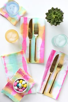 Tie-dye napkins pink and blue colour combo for your April by freshstrawberryig Shibori, Do It Yourself Quotes, Do It Yourself Home, Home Crafts, Fun Crafts, Diy And Crafts, Ty Dye, Cuisines Diy, Old Ties