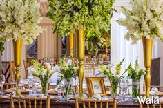 Centro de mesa con floreros dorados con gladiola y dragon