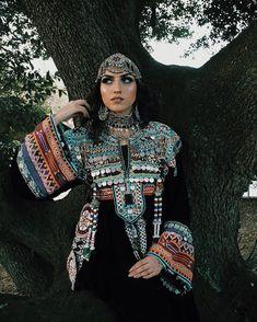 Easy Bun Tutorial, Afghanistan Culture, Afghan Girl, Afghan Dresses, Bridal Makeup Looks, Ethnic Outfits, Stylish Dresses, Afghans, Dresser