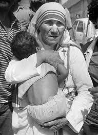 Teresa de Calcuta Monja Teresa de Calcuta, de nombre secular Agnes Gonxha Bojaxhiu, fue una monja católica de origen albanés naturalizada india, que fundó la congregación de las Misioneras de la Caridad en Calcuta en 1950. Fecha de nacimiento: 26 de agosto de 1910, Skopie, República de Macedonia Fecha de la muerte: 5 de septiembre de 1997, Calcuta, India Premios: Premio Nobel de la Paz, Bharat Ratna