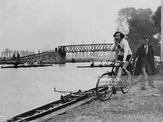 A woman rowing cox by the river Lea, at Springfield 1932 Getty Images Women's Rowing, London History, Old London, Vintage Pictures, Old Photos, Old Things, Inspirational, River, Woman