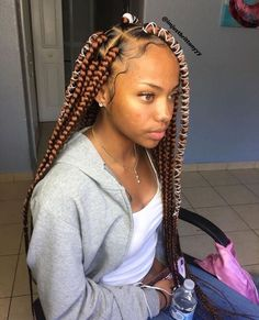 Box braids in braided bun Tied to the front of the head, the braids form a voluminous chignon perfect for an evening look. Box braids in side hair Placed on the shoulder… Continue Reading → Black Girl Braided Hairstyles, African Braids Hairstyles, Protective Hairstyles, Weave Hairstyles, Big Box Braids Hairstyles, Protective Styles, Braided Ponytail Hairstyles, Hairstyles Videos, Baddie Hairstyles