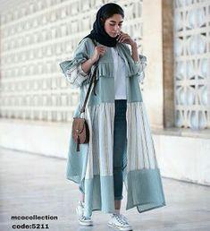 Hijab Fashion Summer, Street Hijab Fashion, Abaya Fashion, Muslim Fashion, Kimono Fashion, Modest Fashion, Fashion Dresses, Abaya Designs, Mode Kimono