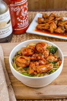 Quick Sriracha Chicken - a perfect meal for those who like the heat and on the table in less than 30 minutes. Sriracha is one of those ingredients you either love or hate and if Easy Healthy Pasta Recipes, Healthy Eating Recipes, Healthy Chicken Recipes, Healthy Cooking, Cooking Recipes, Healthy Meals, Teriyaki Chicken Wings, Sriracha Chicken, Burger Side Dishes