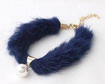 fur jewelry - Căutare Google Jewelry Crafts, Jewelry Art, Beaded Jewelry, Handmade Jewelry, Fashion Jewelry, Fur Accessories, Scarf Jewelry, Clothes Crafts, Bijoux Diy