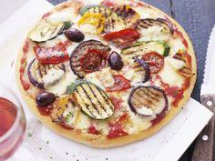 Pizza mit Grillgemüse ist ein Rezept mit frischen Zutaten aus der Kategorie Pizza. Probieren Sie dieses und weitere Rezepte von EAT SMARTER!