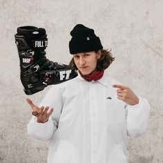 The super popular mens design park ski boots Full Tilt Drop Kick 2019 in Black shown by Boutique Adrenaline team member Phil Gaucher, also re-grammed on @fulltiltboots Custom fitting with the intuition liners for maximum comfort. Now on special at 30% off in our store outlet, those and more FT models.