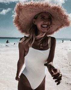 Top 5 Tips for a Successful Bikini Photo Shoot Beach Vibes, Summer Vibes, Foto Blog, Shooting Photo, Summer Feeling, Summer Aesthetic, One Piece Swimwear, Beach Photos, Bathing Suits