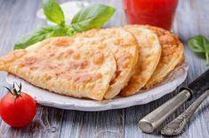 Tatarlar'dan gelip mutfağımıza armağan olan nefis mi nefis çi börek bu kez yağ çekmeyen haliyle karşımızda. Yağ çekmeyen çiğ börek tarifine buyurun.