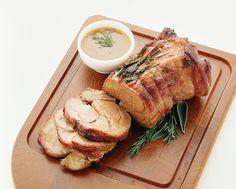 Classico secondo piatto della cucina italiana, l'arrosto di vitello va preparato con cura e attenzione. Scopri come con la ricetta di Sale&Pepe.