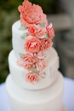 Romantic Vintage Wedding Cake in Pink & White