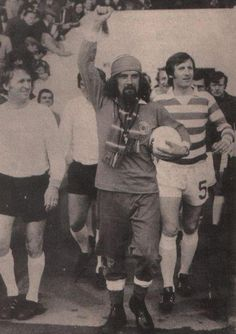billy connolly leads out billy mcneil British Football, First Football, Football Team, Best Of Scotland, Glasgow Scotland, First Color Photograph, Billy Connolly, Paisley Scotland, Celtic Fc