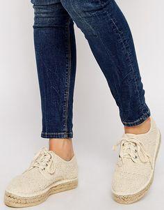 Imagen 1 de Zapatos de croché con cordones y plataforma plana JOEY de ASOS