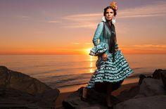 Soledad Bayón con uno de los trajes más solicitados de Flamencas de Pitiminí. El turquesa, sin duda, ha llegado con fuerza.