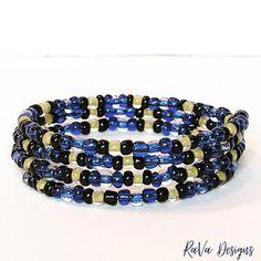 Memory Wire Bracelets, Handmade Bracelets, Handmade Jewelry, Beaded Bracelets, Diy Bracelet Storage, Jewelry Rack, Snake Patterns, Black Jewelry, Wooden Jewelry