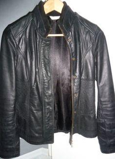 À vendre sur #vintedfrance ! http://www.vinted.fr/mode-femmes/vestes-en-cuir/28570153-veste-cintree-cuir-noire-promod-t36