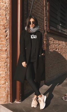 Look Blazer Schwarz Rollkragenpullover Outfits tenis Legging Outfits, Sporty Outfits, Casual Winter Outfits, Winter Fashion Outfits, Mode Outfits, Look Fashion, Fall Outfits, Womens Fashion, All Black Outfit Casual