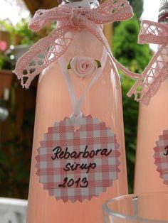 Přeji Vám mé milé čtenářky krásnou sobotu !!!   Příroda nám v tomto čase dává   spoustu čerstvých rostlin   ke kuchyňskému využití.   Ať ... Beverages, Drinks, Martini, Canning, Bottle, Rose, Juice, Pink, Flask
