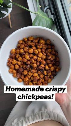 Chickpea Snacks, Chickpea Recipes, Vegan Snacks, Healthy Snacks, Vegetarian Recipes, Healthy Eating, Spicy Chickpeas Recipe, Crispy Chickpeas, Vegan Meal Prep