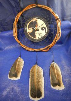Wall Clock Dream Catcher Catkins, Настенные часы ловец снов Котики http://etsy.me/2iYgEn6 #leatherclock #leatherdreamcatcher #handmade #rozabracelets #ловецснов #кожаныечасы #ручнаяработа
