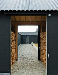 The gravel path leading to the front door passes through firewood storage and the central courtyard. The gravel path leading to the front door passes through firewood storage and the central courtyard. Houses Architecture, Nature Architecture, Interior Architecture, Interior Design, Casa San Sebastian, Backyard Walkway, Gravel Path, Modern Entryway, Wood Shed