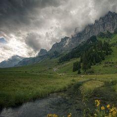 MTB: Flüelen Schächentaler Höhenweg Klausenpass Linthal. Link zur Tour: http://www.outdooractive.com/de/mountainbike/ostschweiz-liechtenstein/ktur-gl-flueelen-schaechentaler-hoehenweg-klausenpass-linthal/100720801/#axzz2IhQSYE3S. Mountainbike, Ostschweiz, Berge, Wolken, Landschaft,