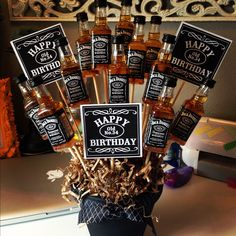 Unique DIY Valentine's Day Gifts For Men DIY goodness man bouquet Regalos Jack Daniels, Festa Jack Daniels, Jack Daniels Party, Jack Daniels Gifts, Jack Daniels Cake, Jack Daniels Birthday, Valentines Diy, Valentine Day Gifts, Christmas Gifts