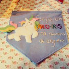 Seja um arco-íris na nuvem de alguém  #unicórnio #arco-íris #flamulafeltro #flâmula