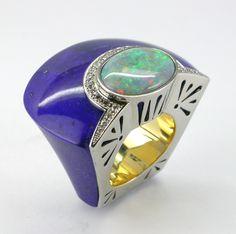 RING LAPISLAZULI: white and yellow gold, 25 diamonds 0,45 ct,1 Australain opal 4,00 ct. 16OS0033