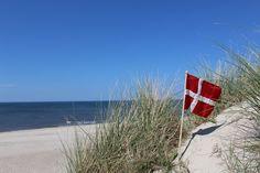 Dänemarkflagge am Strand von Hvide Sande