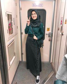Womens fashion casual chic models 67 New ideas Casual Hijab Outfit, Ootd Hijab, Hijab Chic, Modest Fashion, Skirt Fashion, Fashion Outfits, Business Casual Womens Fashion, Street Hijab Fashion, Vanz