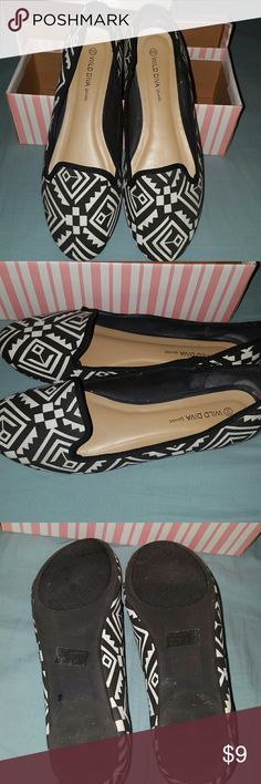 Womens flats Womens black and white design flats, very comfortable. Worn twice. Shoes Flats & Loafers