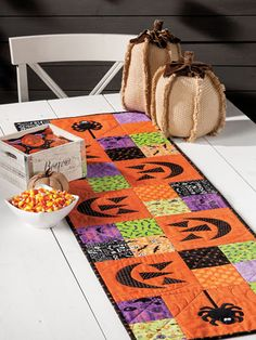 Exclusively Annie's Quilting Designs - You're bound to give your guests a scare with the spooky, but cute table runner. Show everyone your Halloween spirit and make this runner with some of your scrap Halloween fabric! Halloween Quilt Patterns, Halloween Quilts, Halloween Fabric, Halloween Placemats, Table Runner And Placemats, Table Runner Pattern, Quilted Table Runners, Fall Table Runner, Halloween Sewing