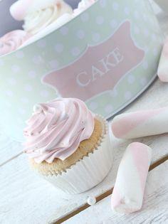 Delicious Häagen-Dazs Strawberry Cupcake