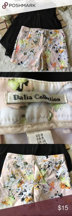 Dalia Collection Floral Lower Rise City Fit Shorts Dalia Collection Women's Floral Spring Summer Shorts  Size 8  Preowned good condition Dalia Collection Shorts