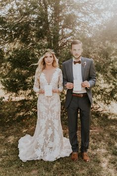 Elegant and vintage bride and groom style   Image by Vic Bonvinci Photography