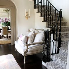 Chic foyer staircase with glossy black staircase handrail, glossy black stair treads, glossy white wood balusters, white 7 black Greek key fretwork stair runner and decorative wall moldings. Black Stair Railing, Foyer Design, Iron Balcony, Staircase Railings, Entrance Foyer, Foyer, Staircase Design, Gray Stair Runner, Contemporary Living Room