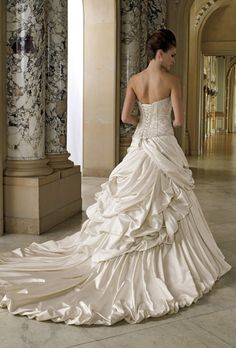 Stunning strapless Wedding Dress with lace #wedding #dress www.loveitsomuch.com