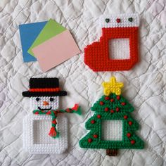 """Plastic Canvas: Holiday Frames Magnets -- Christmas (set of """"Ready, Set, Sew!"""" by Evie Plastic Canvas Ornaments, Plastic Canvas Christmas, Plastic Canvas Crafts, Plastic Canvas Patterns, Canvas Picture Frames, Pc Photo, Picture Frame Ornaments, Android Wallpaper Anime, Popsicle Stick Crafts"""